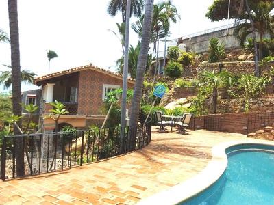 Casa En Fracc. Las Playas Av. Privada De Coyuca No. 15