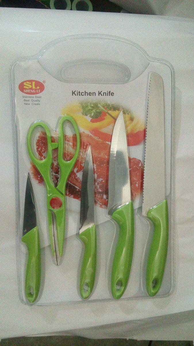 Set de cocina con cuchillos tabla picar tijeras y pelador for Set cuchillos villeroy boch tabla